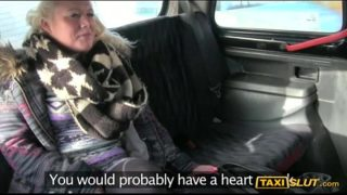 Blonde chick deeply pounded at the backseat of a taxi