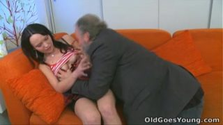 Old Goes Young – She loves having sex with old guy